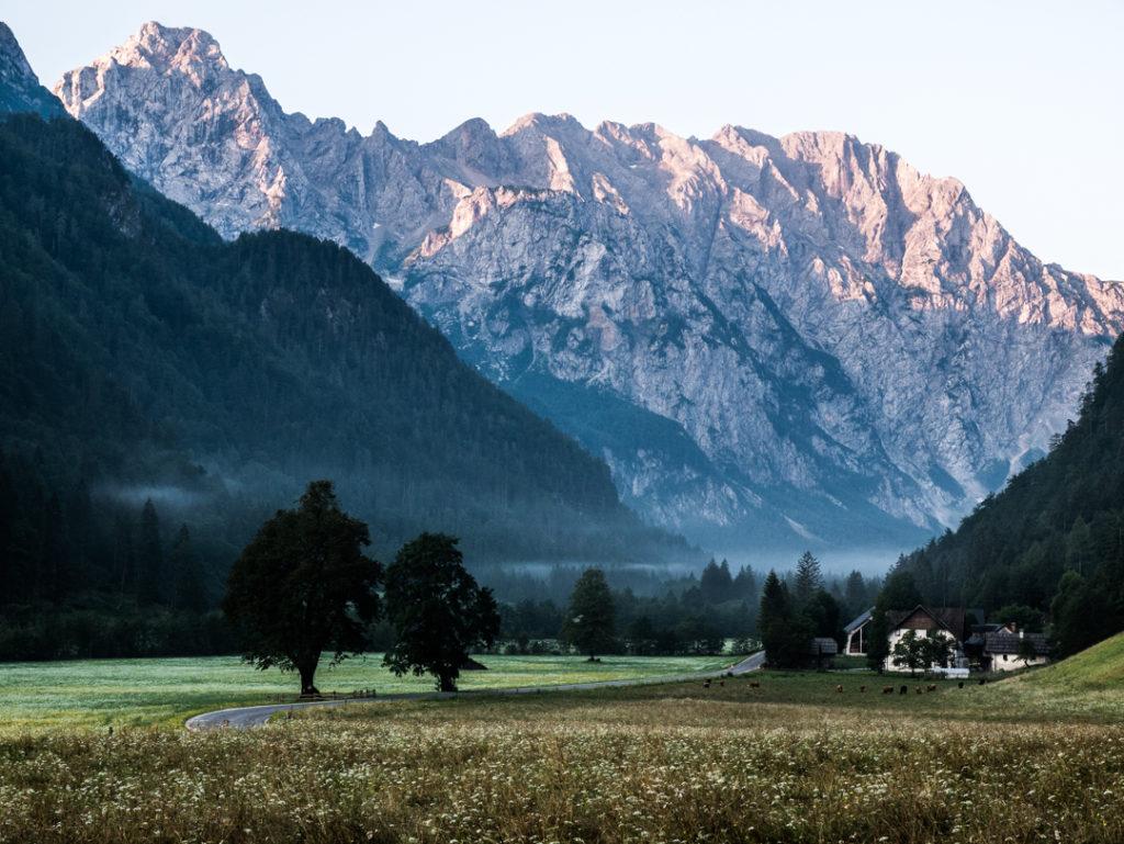 Dolina Logarska o wschodzie słońca Słowenia