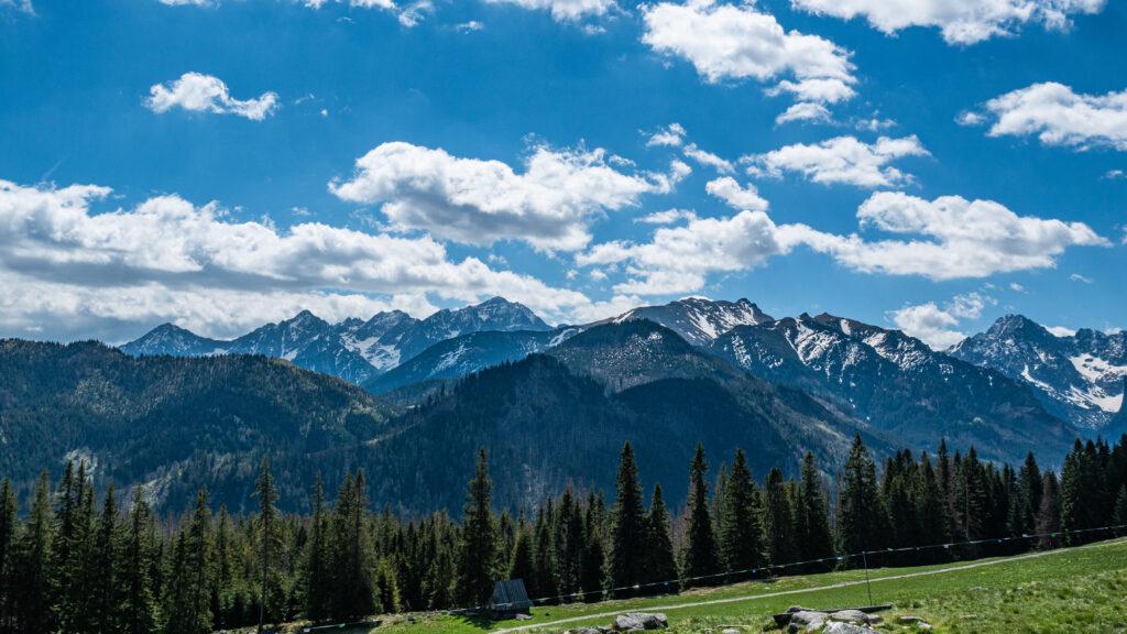 Szlaki w Tatrach - Panorama Tatr z Polany Rusinowej